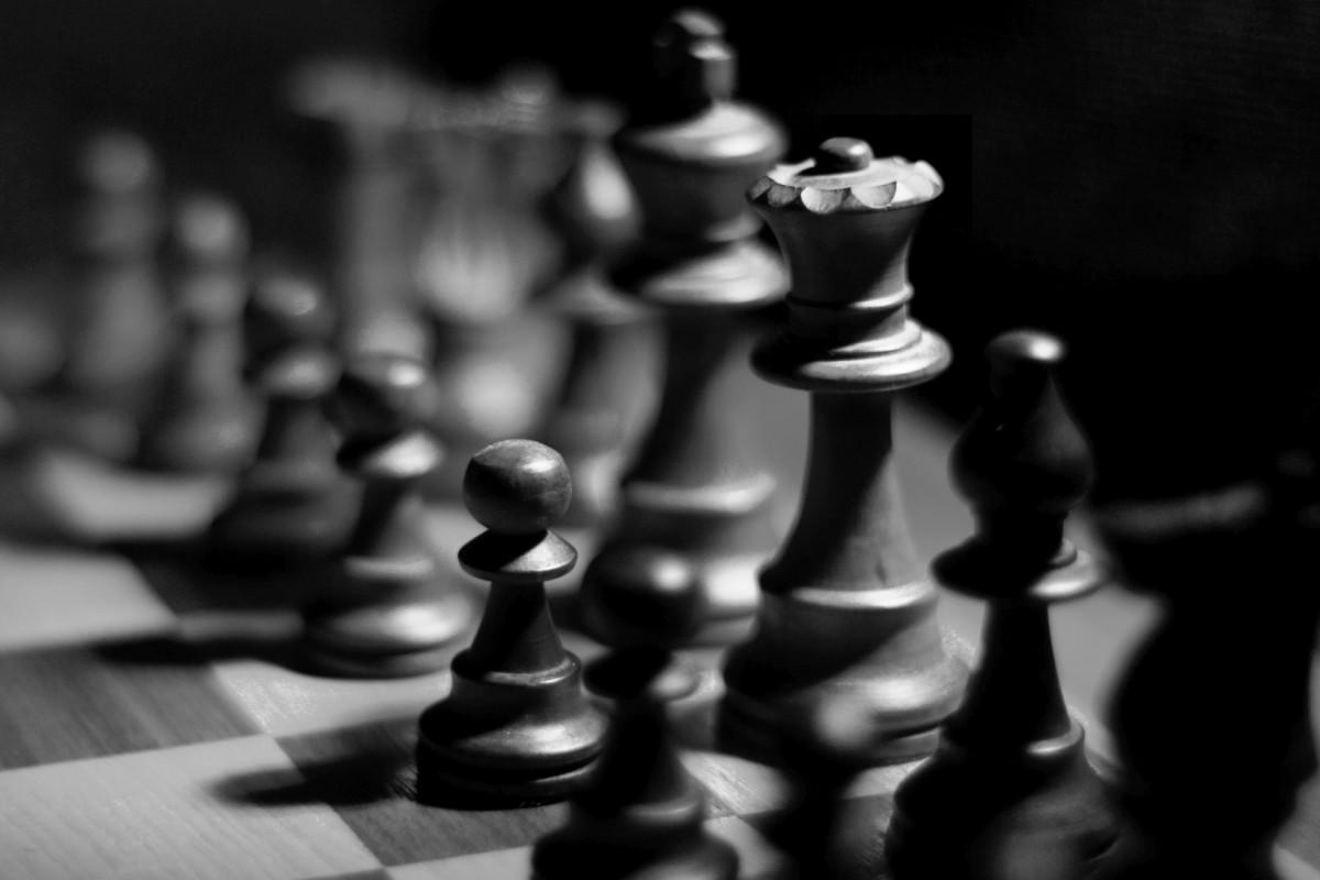 Alb-negru pe tabla de şah