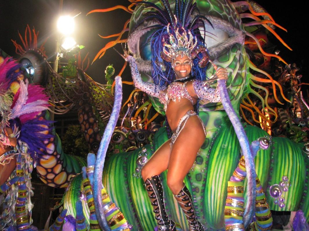 Exuberanţă la Carnavalul de la Rio de Janeiro