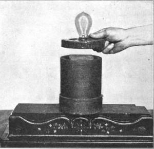 Lampă electrică alimentată prin inducţie în 1910