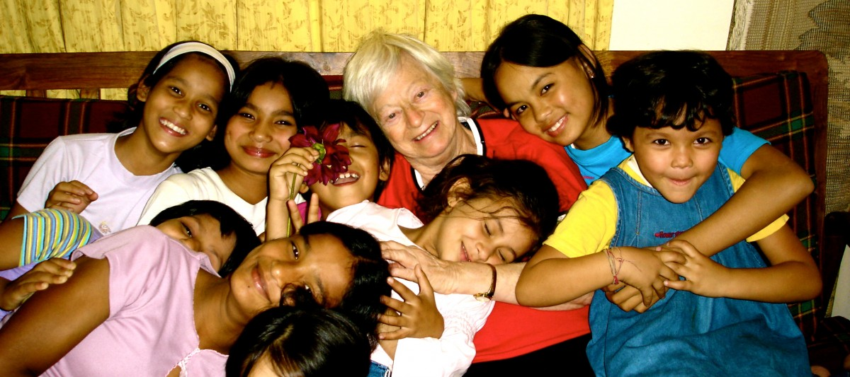 Olga Murray cu copiii