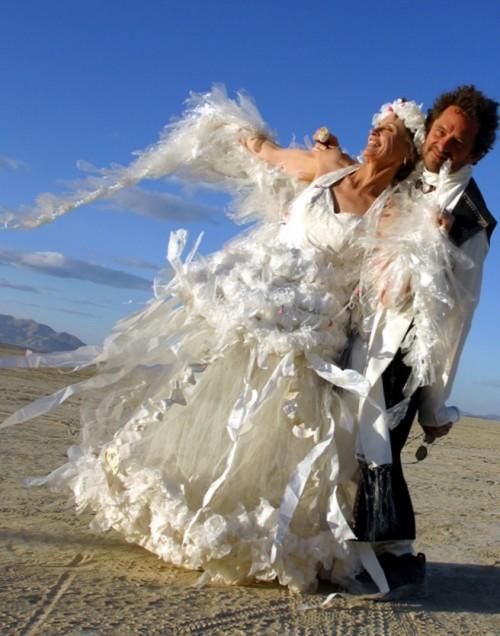 Rochie din pungi de plastic