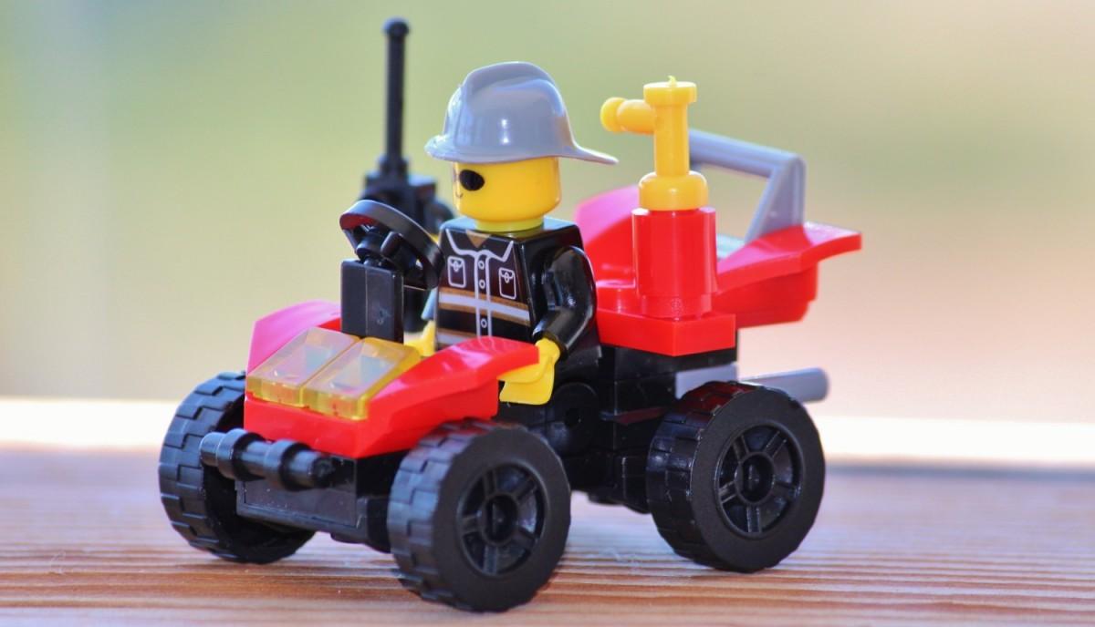 Maşinuţă Lego