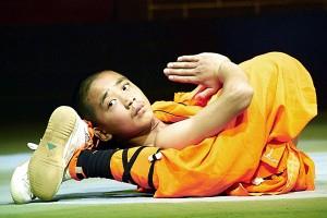 Călugăr Shaolin într-o poziţie de meditaţie atipică