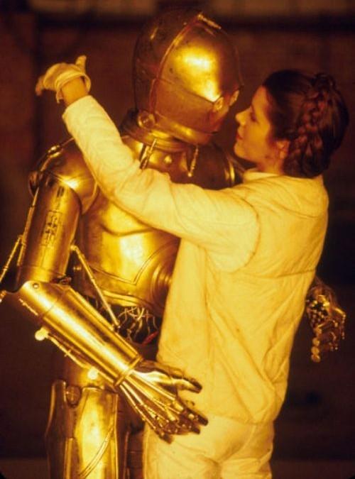 C-3PO şi Leia