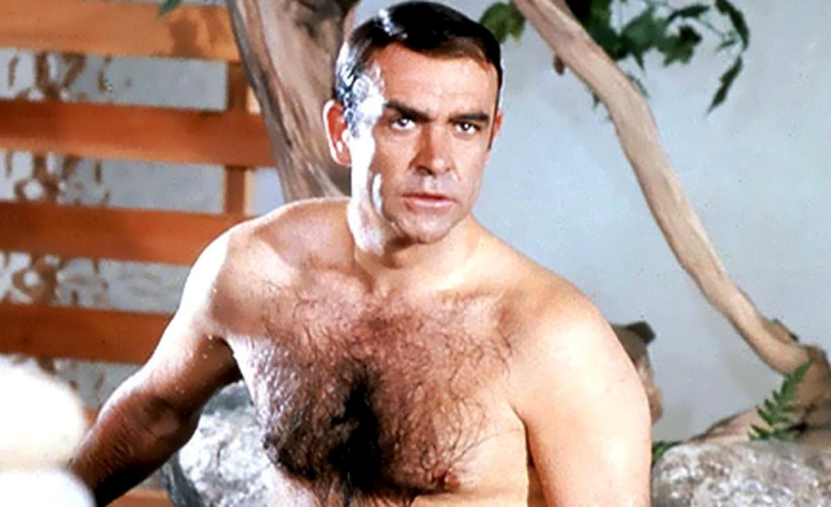 Sean Connery la bustul gol
