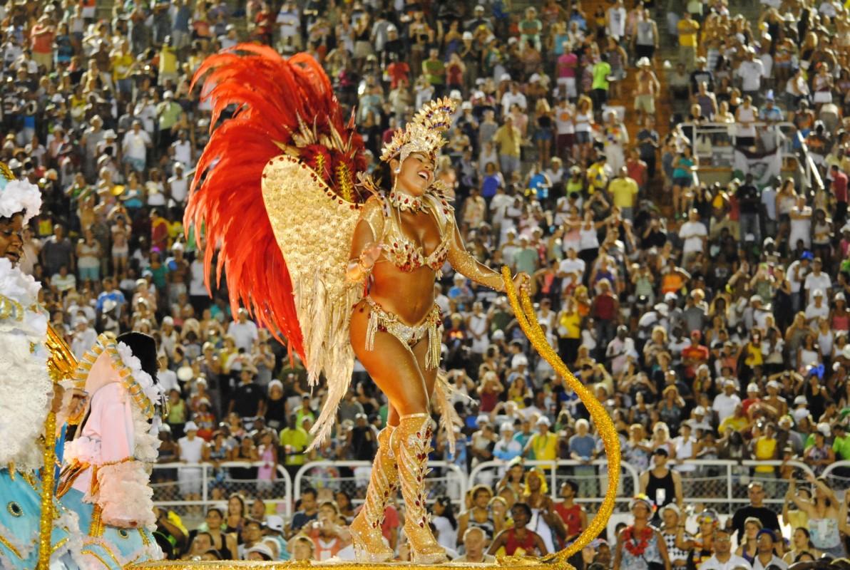 Dansatoare înaripată pe Sambadrom
