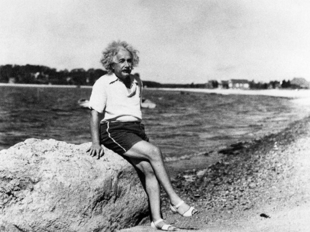 Albert Einstein în sandale