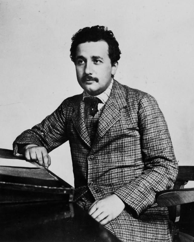 Albert Einstein ca funcţionar