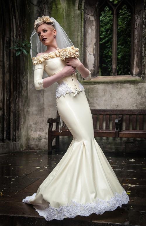 Rochie de mireasă din latex