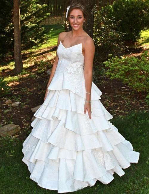 Rochie de mireasă din hârtie igienică 2