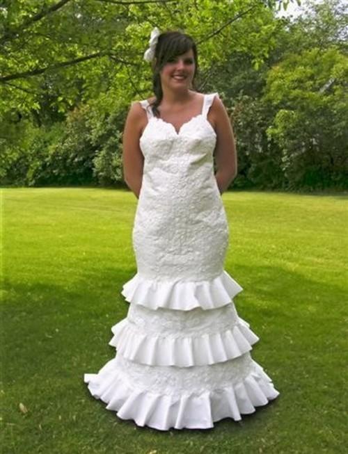 Rochie de mireasă din hârtie igienică