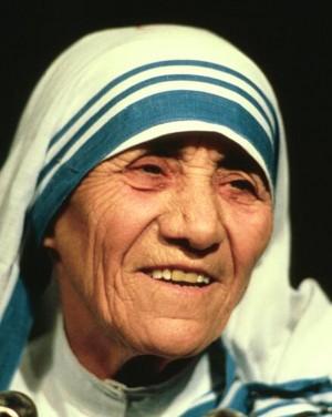 Maica Tereza zâmbind