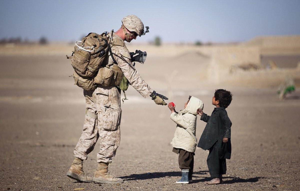 Soldat şi copii