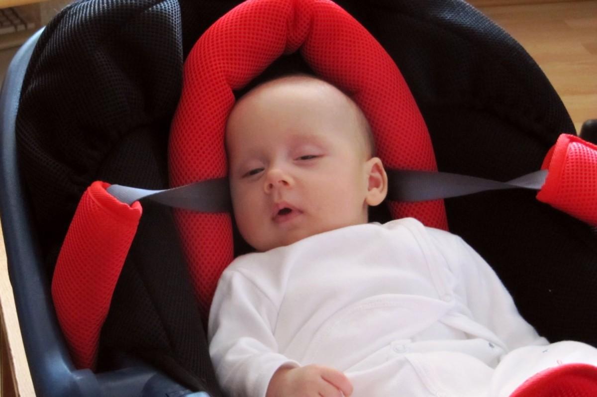 Bebeluşa mea moţăind