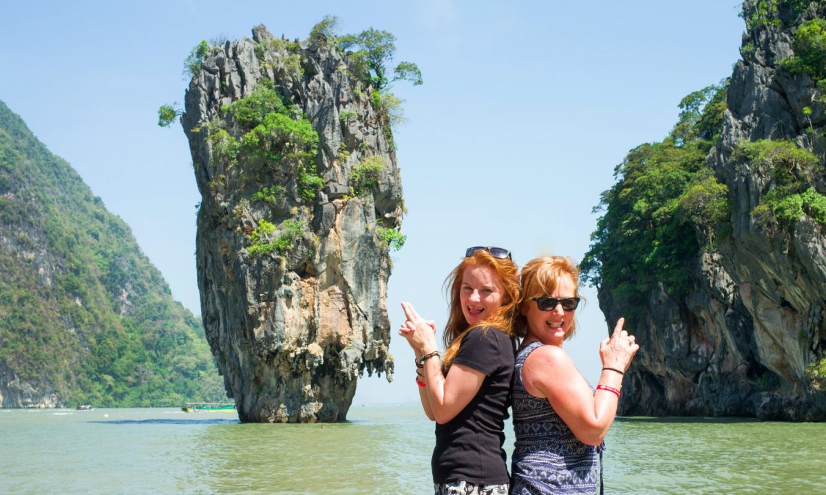 Turiste cu Ko Tapu în cadru